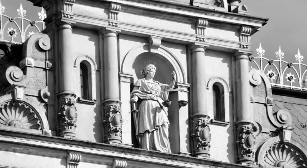 Zwischenverfahren, Anwalt, Strafverfahren, Strafrecht, Ermittlungsverfahren, Anklage, Anklageschrift, Tatverdacht, hinreichender Tatverdacht, Strafverteidiger, Strafverteidigung, Hamburg